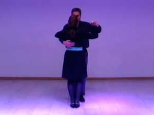 a postura de baile postura_inicio_espalda